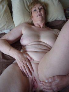 Maman infidele du 32 cherche amant TTBM discret