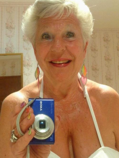 Maman infidele du 80 cherche amant TTBM discret