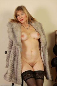 Rencontre extraconjugale dans le 42 avec cougar sexy mariée