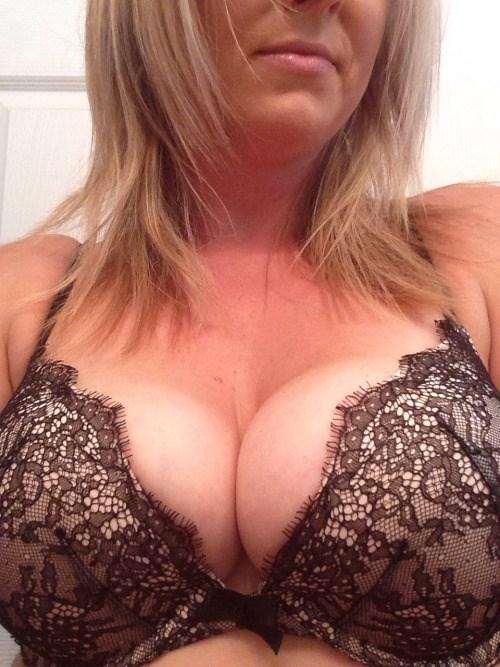 Rencontre infidele dans le 09 avec femme mature sexy