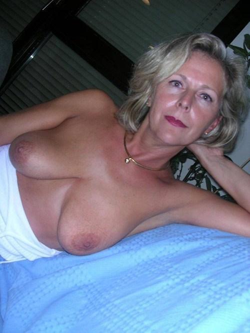 Rencontre infidele dans le 15 avec femme mature sexy
