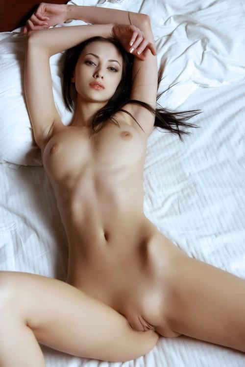 jeune mariee nue pour sodomie dans le 02