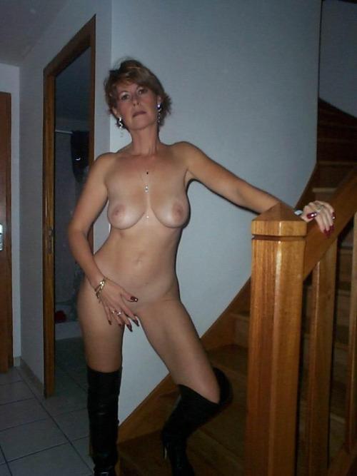 jeune mariee nue pour sodomie dans le 20